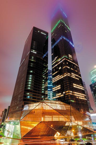 Московский Международный Деловой Центр («Москва-Сити») давно стал одной из  главных достопримечательностей столицы. Устремленные в небо башни комплекса  стали ... a408f3f6176